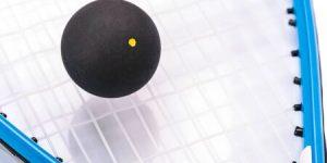 59720484-raqueta-de-squash-y-la-bola-sobre-fondo-blanco